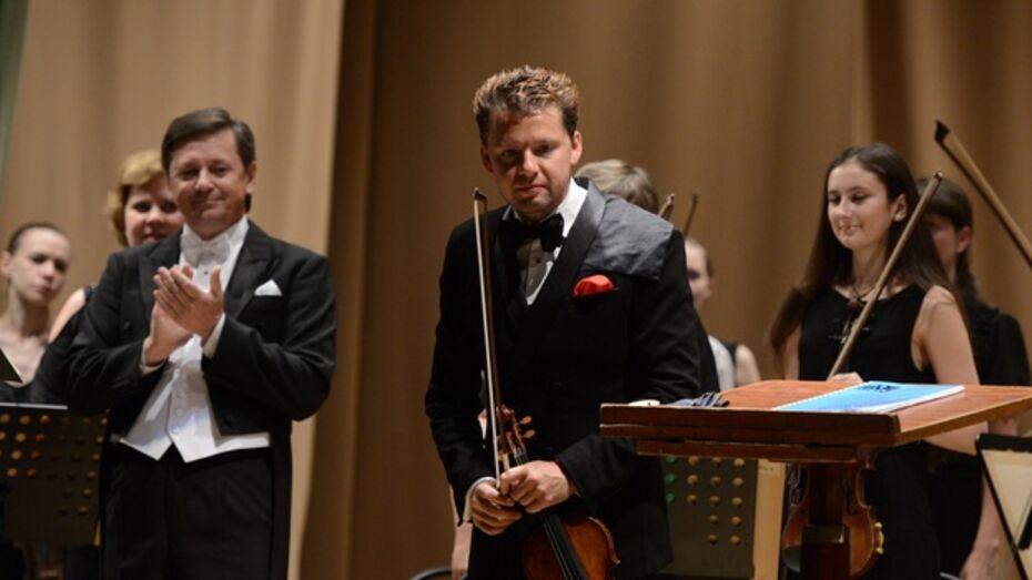 Знаменитый австрийский скрипач и дирижер Юлиан Рахлин дал концерт в Воронеже