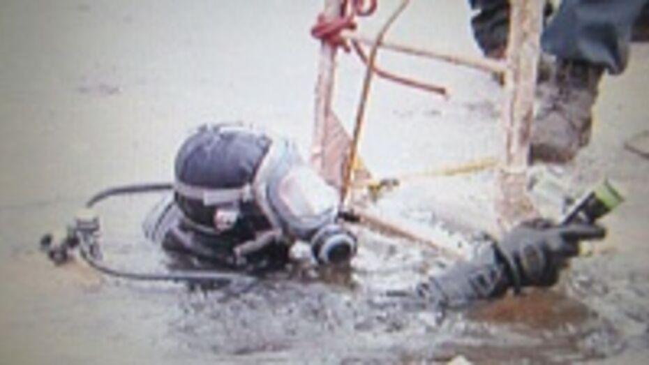 Спасатели в Воронеже подо льдом нашли утонувший автомобиль