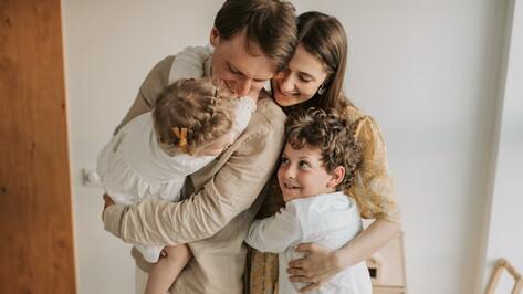 Первые лица региона поздравили воронежцев с Днем семьи, любви и верности