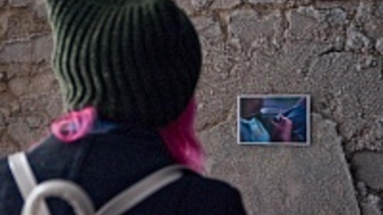 На выставку фотографий Андрея Тимофеева «Забвение» посетители забирались через окна