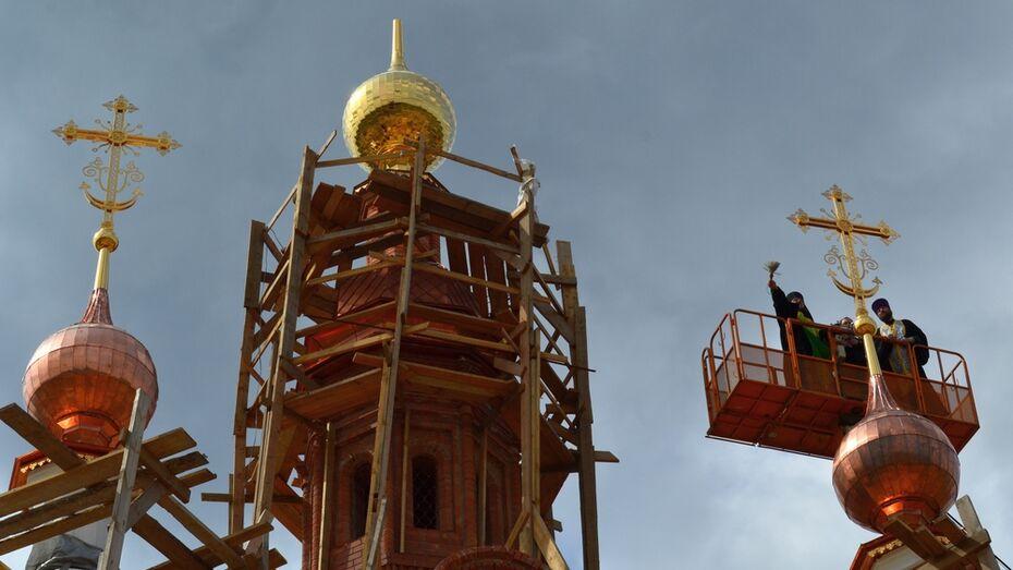В рамонском селе Нелжа на храме установили кресты