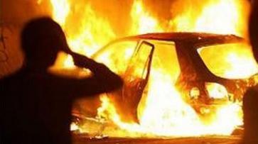 В Павловске по неизвестным причинам загорелся автомобиль