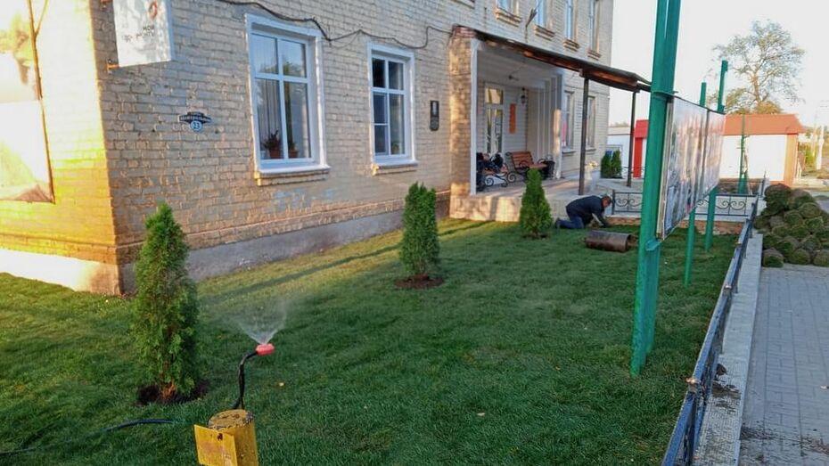 В петропавловском селе Пески благоустроили территорию возле сельской администрации