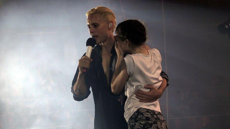 На концерте 30 Seconds To Mars в Воронеже школьница зарыдала на плече Джареда Лето