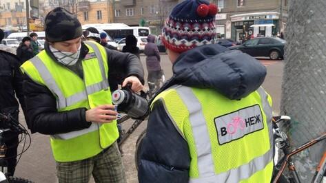 «Веловоронежцы» напоили едущих на работу велосипедистов чаем со специями