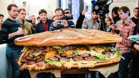 Воронежский 150-килограммовый царь-бургер попал в Книгу рекордов России