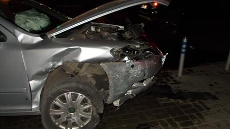 В Воронеже «ВАЗ» врезался в Skoda: несколько человек ранены