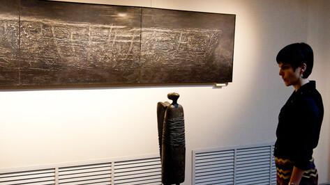 В воронежском музее Крамского открылась выставка «Один+один+один»