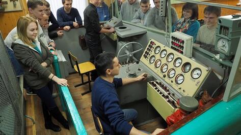 Правительство направило еще 480 млн рублей на выплаты кураторам групп в техникумах