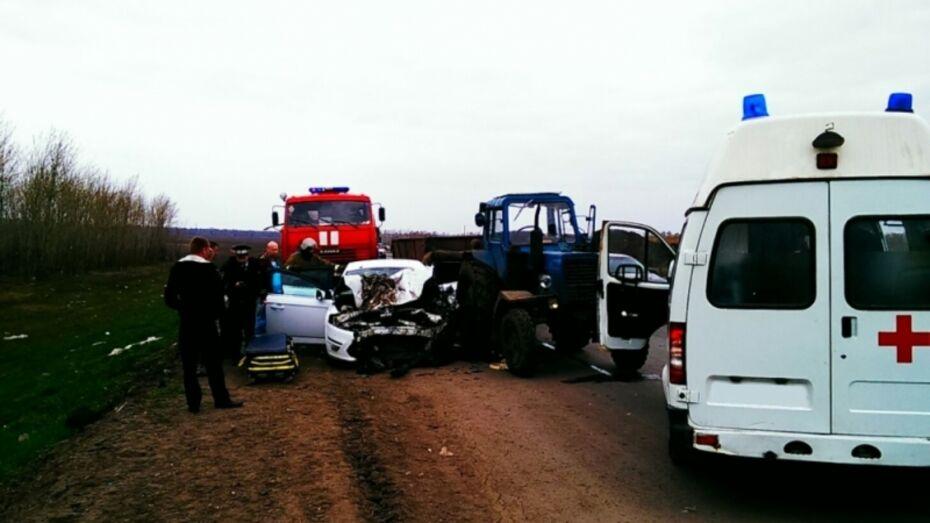 Под Воронежем 1 человек погиб и 4 пострадали в ДТП с трактором