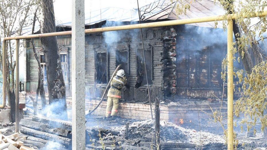 В Грибановском районе у 67-летнего пенсионера сгорели 2 дома