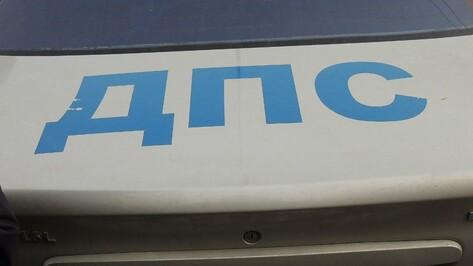 На трассе в Воронежской области столкнулись два грузовика и «Газель»