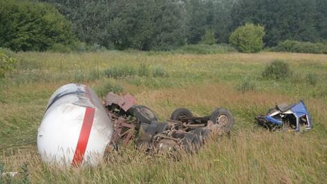 В Острогожске ликвидирована опасность взрыва пропана, который перевозил перевернувшийся грузовик