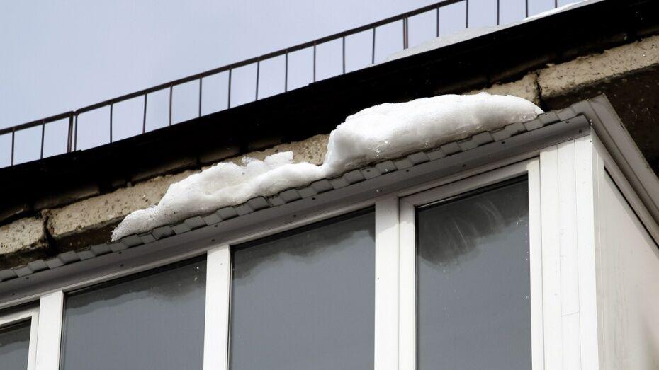 Полиция найдет виновных в падении глыбы льда на пенсионерку в центре Воронежа