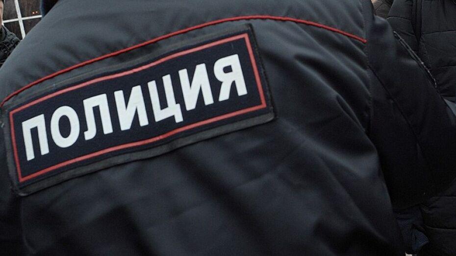В Воронеже водитель иномарки врезался в киоск и уехал