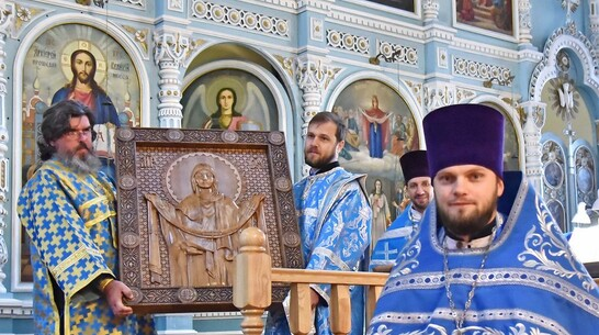Икону из дуба подарили Покровскому храму в Бутурлиновке в честь его 150-летия
