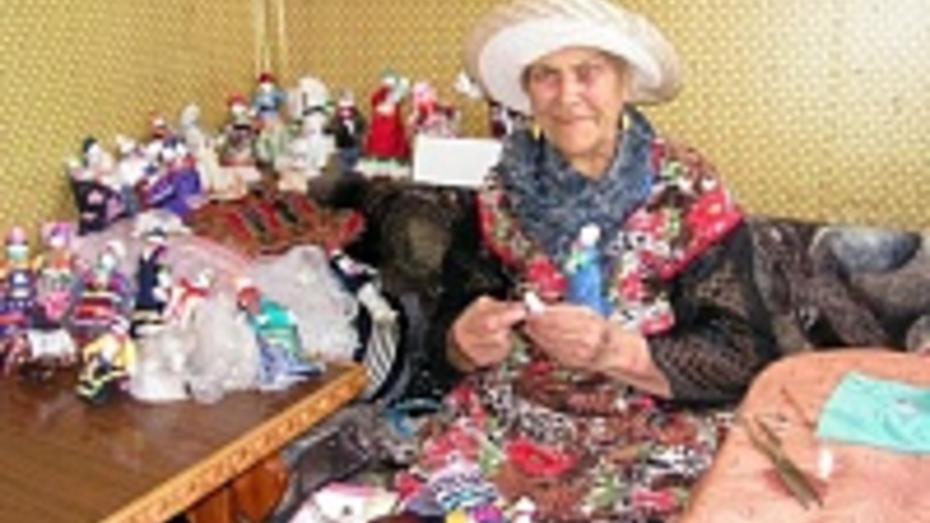 Жительница Бутурлиновки стала кукольником в 85 лет