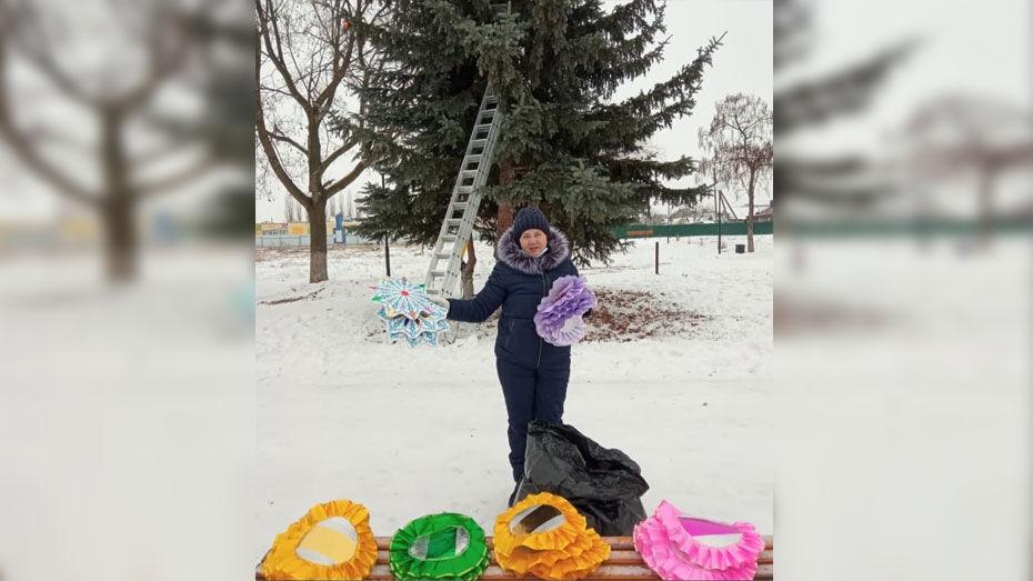 Елку в хохольском селе Новогремяченское украсила местная мастерица