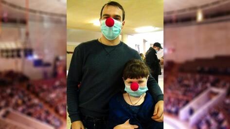 Посетители воронежского цирка перед представлением получили медицинские маски