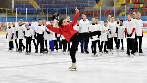 Олимпийская чемпионка Аделина Сотникова провела мастер-класс для воронежских фигуристок