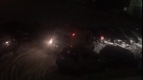 Воронежцы сообщили о застрявшей в снегу «скорой» на улице Антонова-Овсеенко