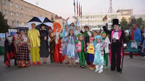 В Россоши в параде киногероев поучаствовали около 30 человек