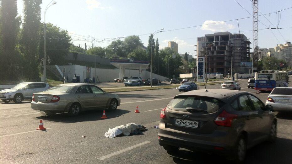 За рулем иномарки, насмерть сбившей девушку у Чернавского моста в Воронеже, была женщина