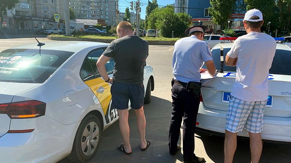 Инспекторы ГИБДД предупредили воронежских таксистов о постоянных проверках
