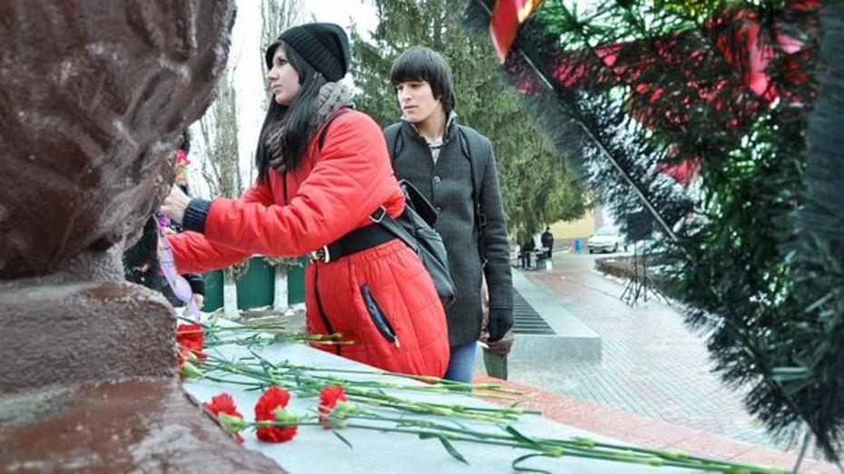 В Бутурлиновке в День Героев Отечества прошли два митинга