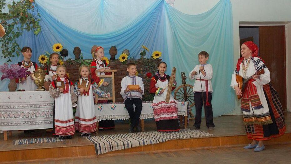Семилукский фольклорный ансамбль пригласил  к участию юных артистов