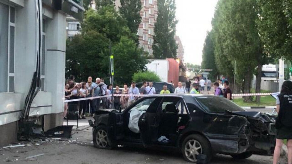 Одну из пострадавших в ДТП с полицейским в Воронеже перевели из реанимации в палату