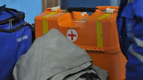 Иномарка перевернулась в Воронеже: пострадали 2 человека