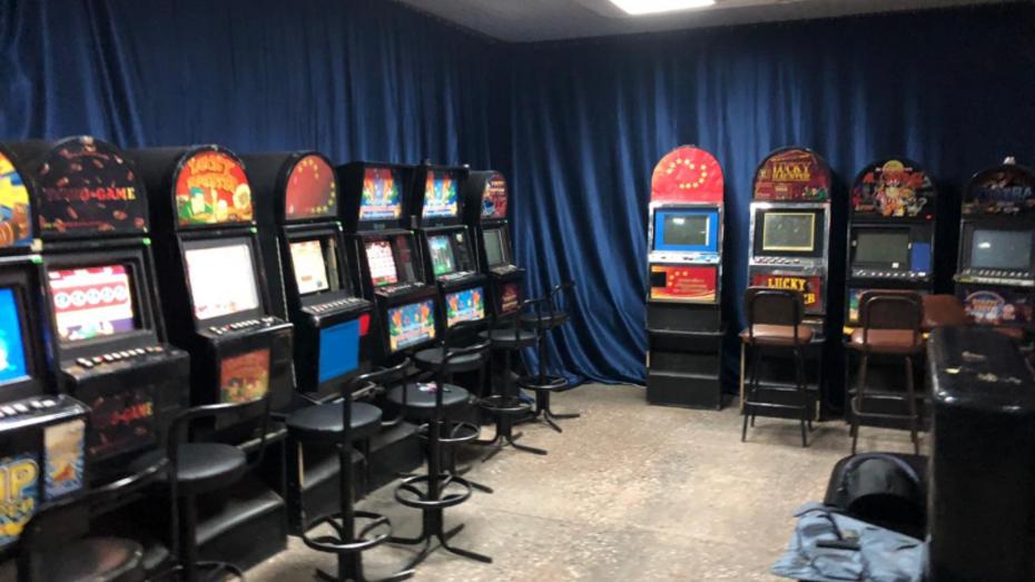 Группа воронежцев открыла 2 подпольных казино в Семилуках