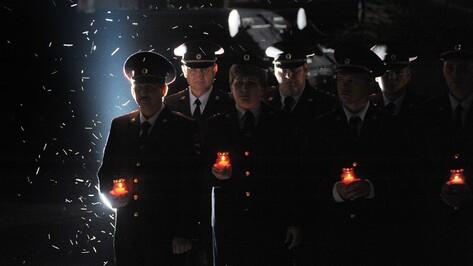 Воронежские полицейские зажгли свечи в память о погибших в Великой Отечественной