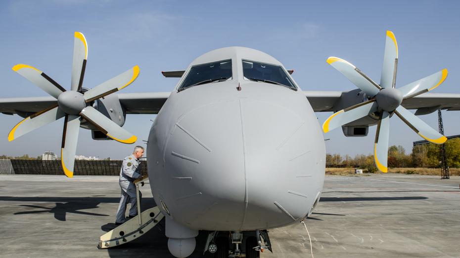 Перспективные воронежские самолеты показали министру промышленности РФ