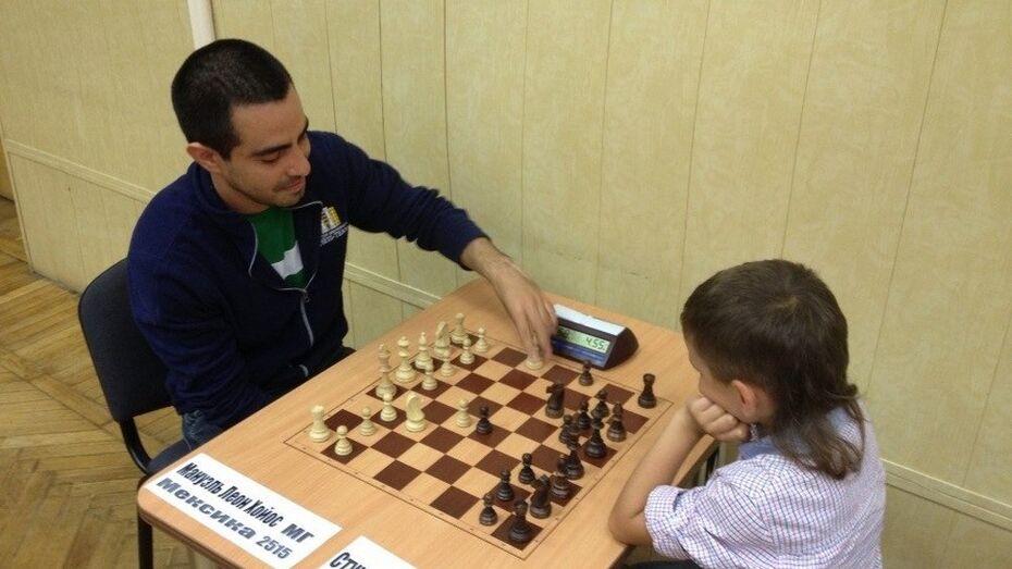 Лучший шахматист Мексики приехал в Воронеж готовиться к Олимпиаде и учить русский язык