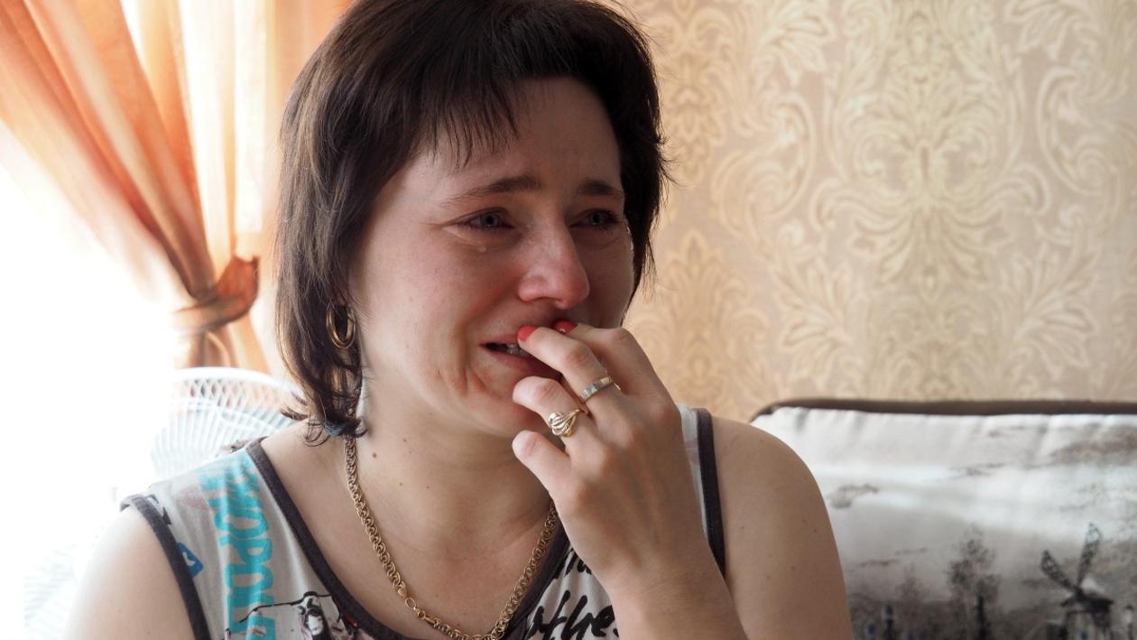 «Поднимали домкратом». Мамы 2 детей, раненных при падении бетонной плиты, рассказали о ЧП