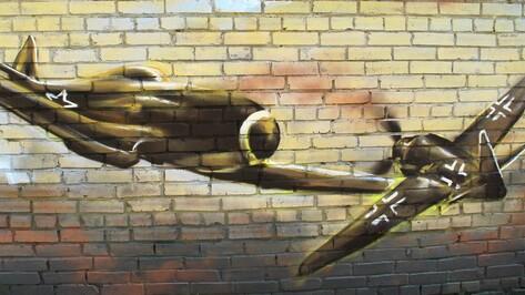 Воронежец нарисовал в Семилуках патриотическое граффити