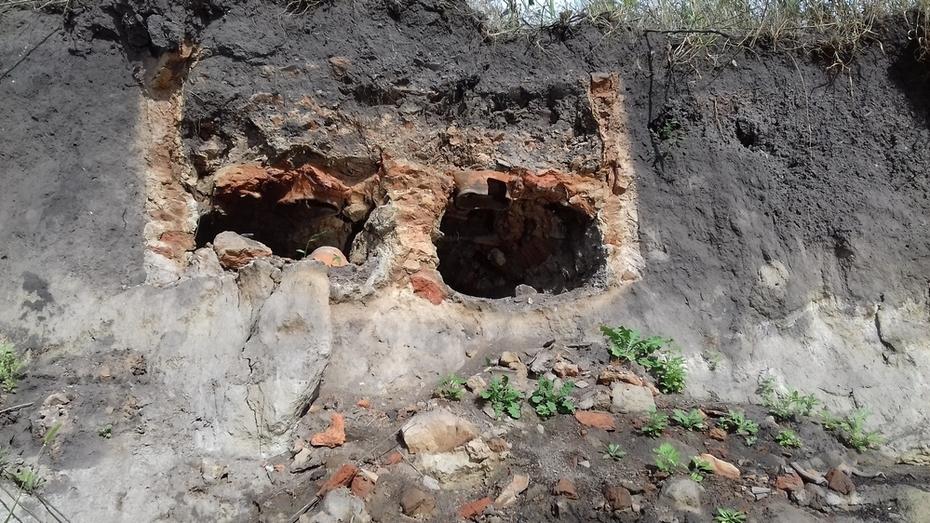 В борисоглебском селе Макашевка на берегу реки нашли гончарную печь XVIII века
