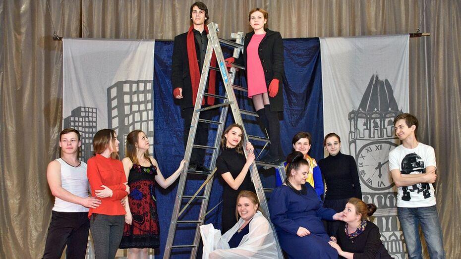 Студенты из Боброва показали панинцам спектакль по рассказам Брэдбери