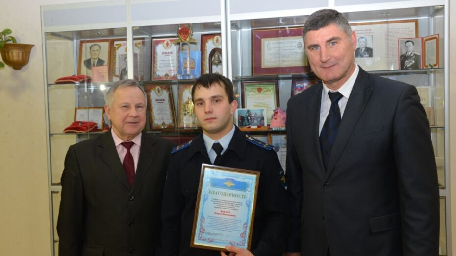 Следователь передал в музей картины воронежского художника  Василия Криворучко
