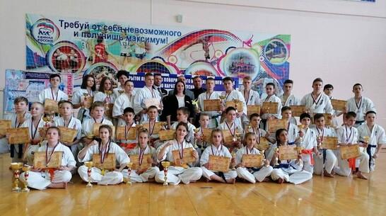 Грибановские спортсмены взяли 2 «золота» открытого первенства по киокусинкай карате