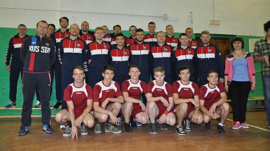 В Павловск на тренировки приехала сборная России по футболу среди глухих