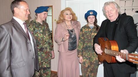 Богучарцы первыми в России увидели фильм о девочках-снайперах