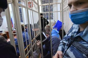 «Мы выйдем, а вы сядете!» Как в суде рассматривают дело 4 воронежских полицейских