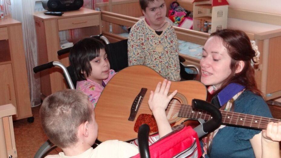 В Воронежском детском хосписе певица Алиса Апрелева провела семинар по музыкальной терапии
