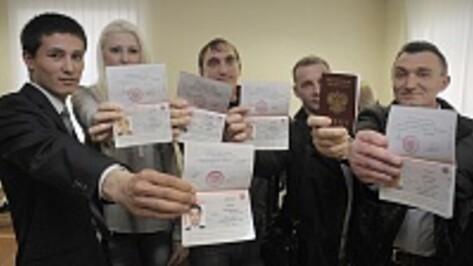 В Воронеже крымчане получили гражданство за неделю
