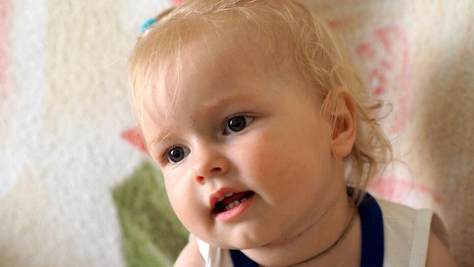 Губернатор призвал воронежцев помочь маленькой девочке со СМА