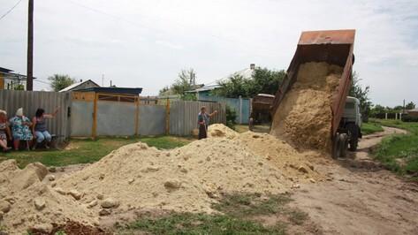 Жители богучарского села вложили средства в ремонт дороги