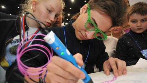 Столетний фонограф и 3D-ручка. Чем удивляли участников воронежского форума одаренных детей